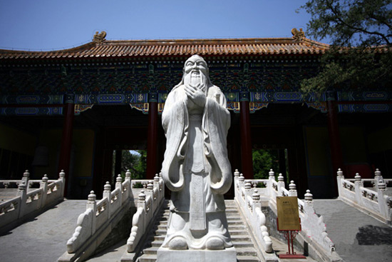 Sculpture of Confucius in Confucius Temple