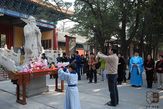 Worship in Confucius Temple