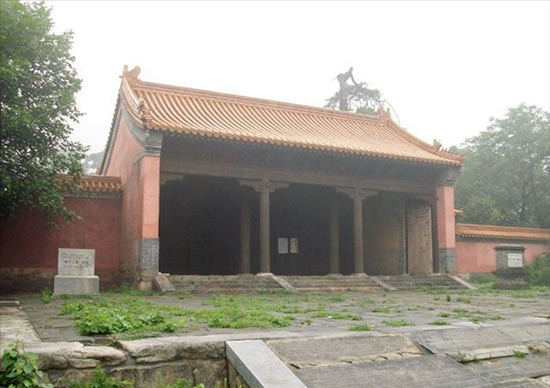 Pavilion in Ming Tombs