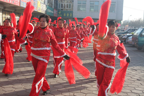 Chinese Dances on the Street
