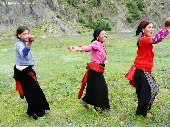 Chinese Dances in the Grassland