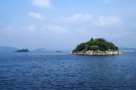 Hongfeng Lake