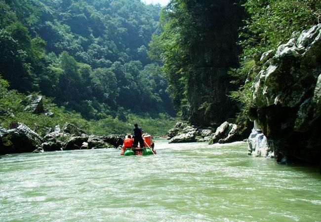 Rafting in Mengdong River