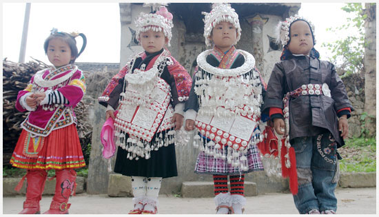 The kids wore national costume to celebrate the sister rice festival.
