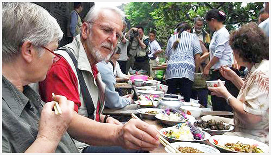 Enjoy sister meal with the local Miao ethnic group.