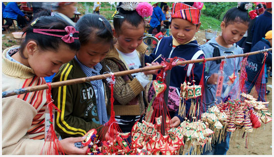 Some Kids Chose their favorite handicraft articles in a temporary fair.