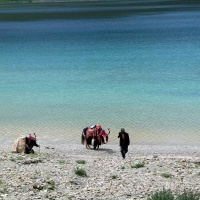 Lake Yamzho Yumco, Tibet Tours